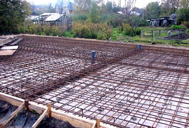 Армирование монолитной плиты  Фундамент дома из монолитной плиты armirovanie monolitnoj plity
