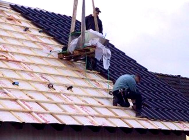 Монтаж крыши дома из профнастила
